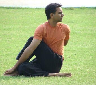10 Wonder Benefits of Half Spinal Twist Pose (Ardha Matsyendrasana) for Weight Loss, Diabetes